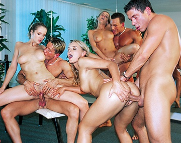 Private  porn video: Orgie En Plein Cours De Gym