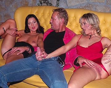 Private  porn video: Tera Bond y Nikki Montana, rubia y morena se montan un trío para acabar con el culo y la boca llena