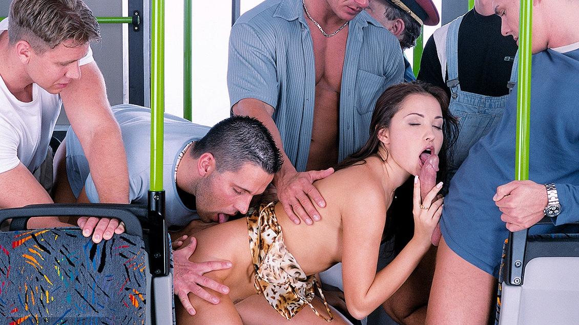 porno-avtobus-orgiya-prostitutki-armyanki-v-vozraste