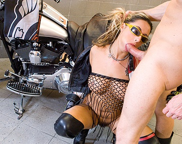 Private HD porn video: Daria Glower Lets a Biker Dude Stay in Her Garage for a Wild Blowjob