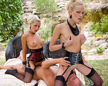Private  porn video: Jennifer Love neukt Keana Moire hard met een voorbinddildo