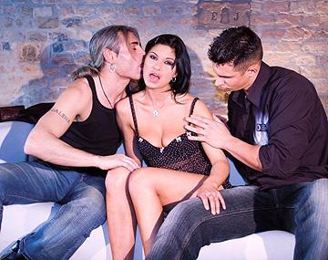 Private  porn video: Tera Joy viert het kampioenschap met een MMF trio