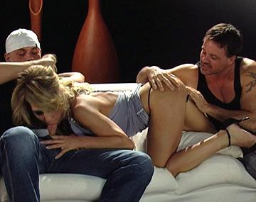 Private HD porn video: La cachonda Kristy se trae tres tíos a casa para jugar