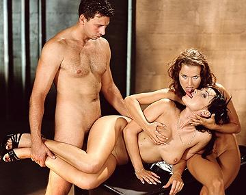 Private  porn video: Luisa De Marco y Sandra Kay, trabajando de modelo, el fotógrafo no se aguanta y las encula a pelo