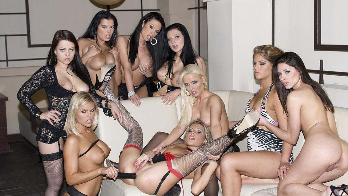 Lesbians Samanta Veronica Sanchez Wivien and Zafira Enjoy Group Sex