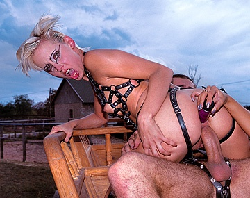 Private  porn video: Dina Pearl Makes Her Slave Eat Her Ass and Lick Her Feet