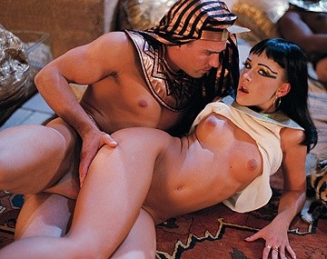 Private HD porn video: Egyptische prinses Sophie Angel wordt hard geneukt door...