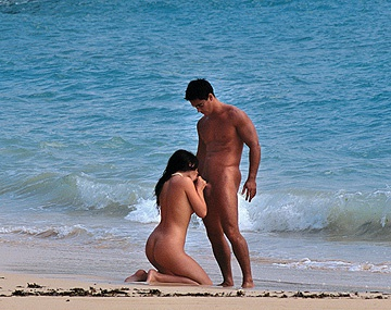 Private  porn video: Jessica Fiorentino en una playa tropical le revientan el ojal