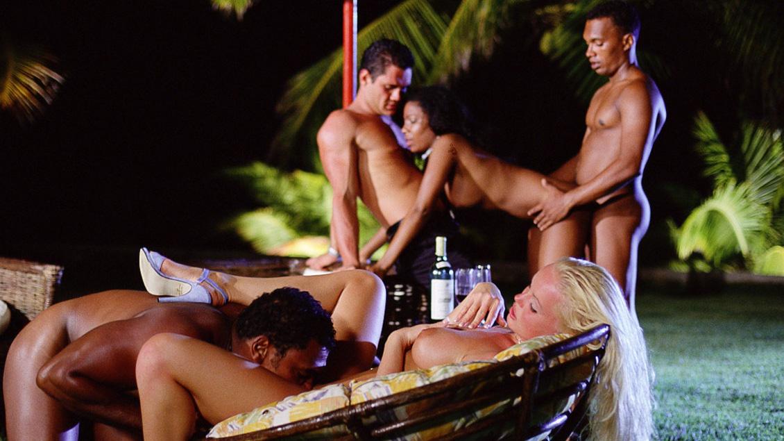 Hot Silvia Saint Gets Cunnilingus during Group Sex Orgy