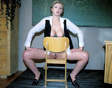 Private  porn video: A la profesora recatada Cathy le dan mucha caña