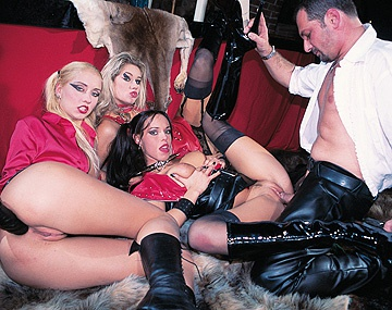 Private  porn video: Sarah O Neal, Julie Silver y Sarah Blue, cachondas y fetichistas