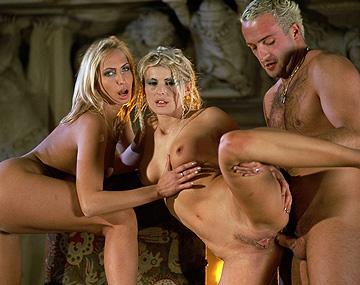 Private  porn video: Sandra Russo y Sophie Evans en un trío con anal y corrida facial