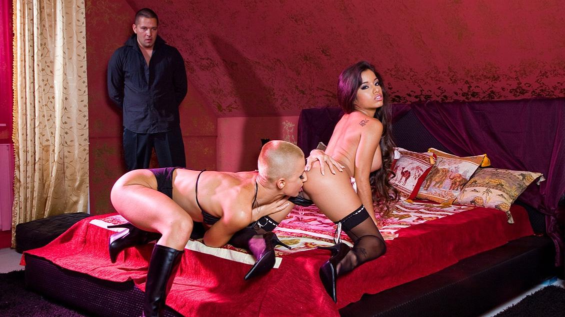 C.J en Zuleidy worden helemaal wild in deze bisexuele trio met cumswapping