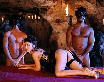 Private  porn video: Narie liebt es von schwarzen Schwänzen in alle Löcher gefickt zu werden