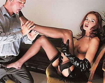 Private  porn video: Brigitte masturbeert en neemt een pik zo diep mogelijk