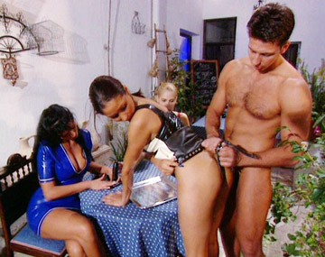 Private  porn video: Carmen Suzi and Vanda Use a Strap on until They Get to Share a Facial