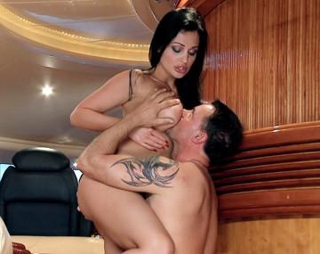 Private HD porn video: Aletta, la mujer neumática quiere un rabo en su ojal que percuta de forma automática