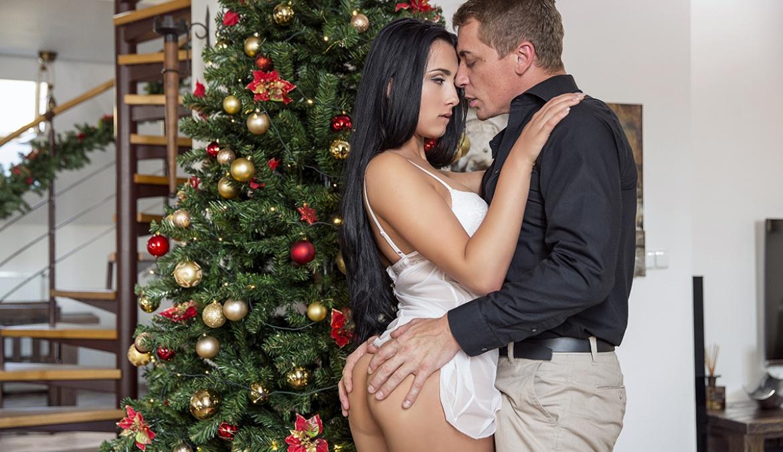 Ana fickt Stiefvater hart zu Weihnachten
