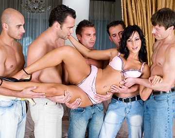 Private  porn video: Simonne se fait gangbang par 5 mecs