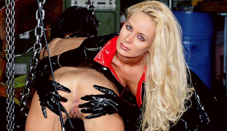Ama Y Esclavo Porno el esclavo a las órdenes de su ama revienta el ojal a dos