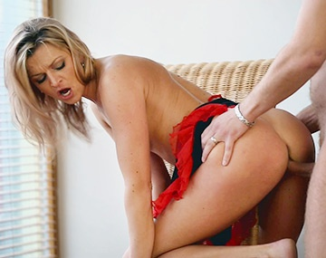 Private HD porn video: Sophia Magic Gives Has a Huge Cock For Breakfast