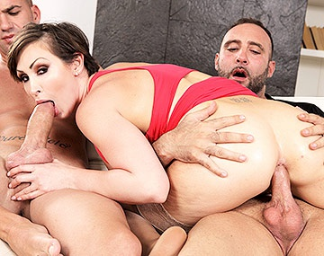 Private HD porn video: Séance anale en trio et double creampie pour la Milf Yasmin Scott