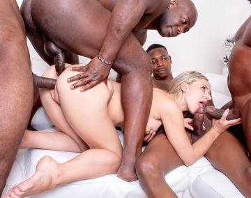Private HD porn video: Nathaly Cherie, une blonde explosive pour un gangbang interracial