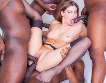 Private HD porn video: Un café et 4 bites noires pour Sarah Sultry