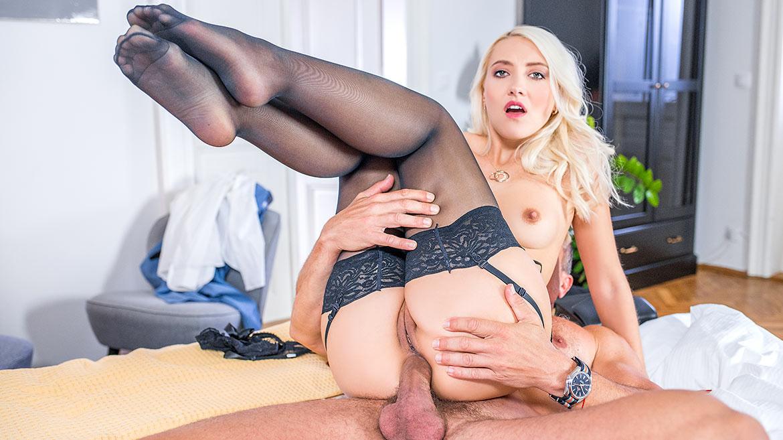 Helena Moeller, Sexting to Anal